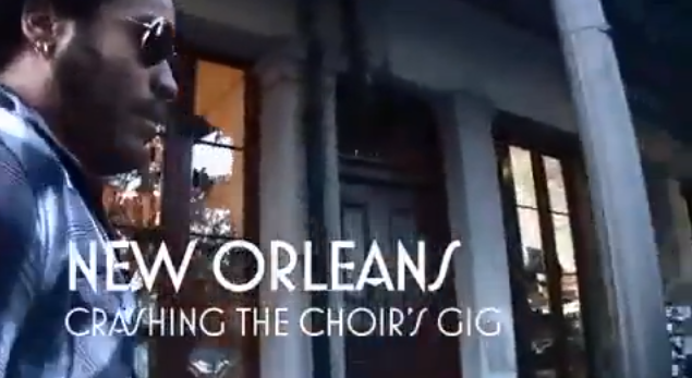 "Lenny Kravitz crashes choir performance of ""Fly Away"" in New Orleans"